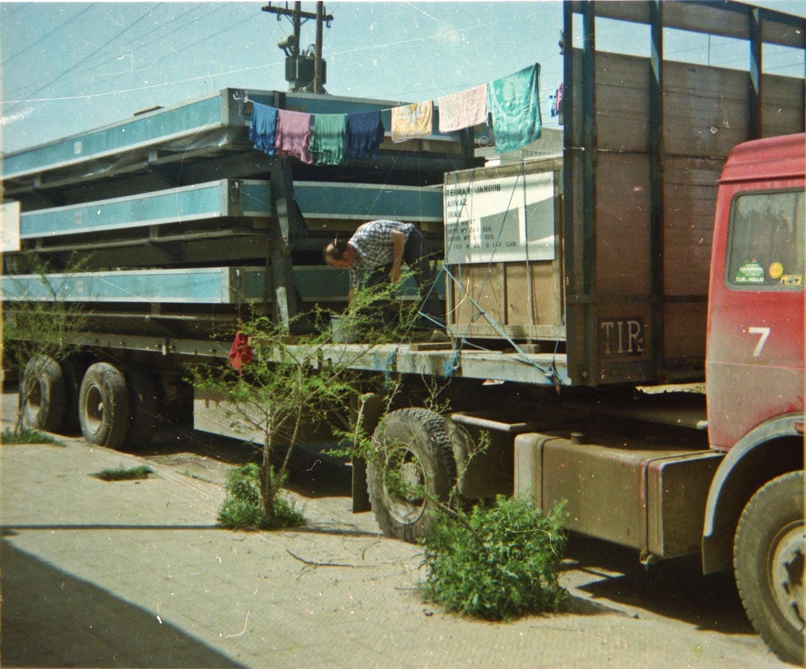 Chauffeur--Arie-VanderEnt-naar-Irak-begin-jaren-80-archief-zoon-Jan-(6)