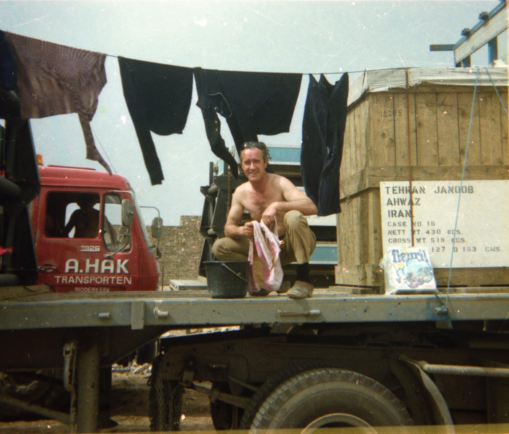 Chauffeur-Arie-VanderEnt-naar-Irak-begin-jaren-80-archief-zoon-Jan-(1)