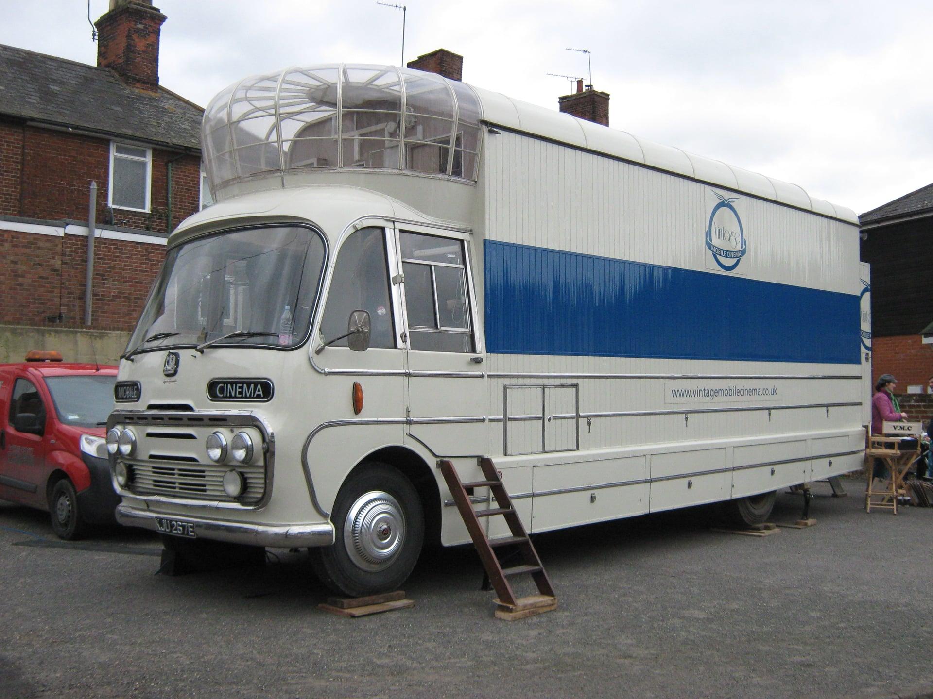 Bedford-SB3-filmwagen-1967-voor-en-na--(2)