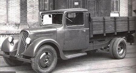 Citroen-Type-23-1934-de-eerste-vrachtwagen-dit-was-eerst-een-3-5-ton-busje-