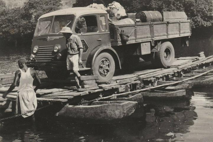 Renault-die-in-1951-door-Afrika-van-Algiers-naar-Kaapstad-is-gereden