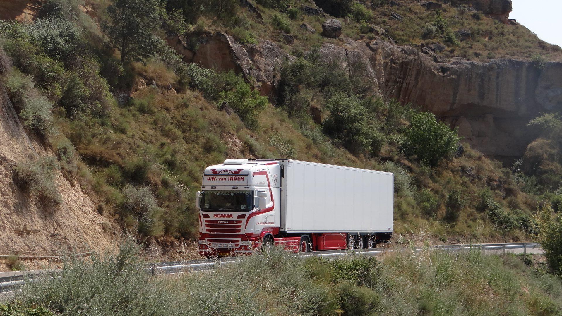 Scania-op-weg-naar-Madrid-Jamie-Lee-van-Ingen--10-9-2015