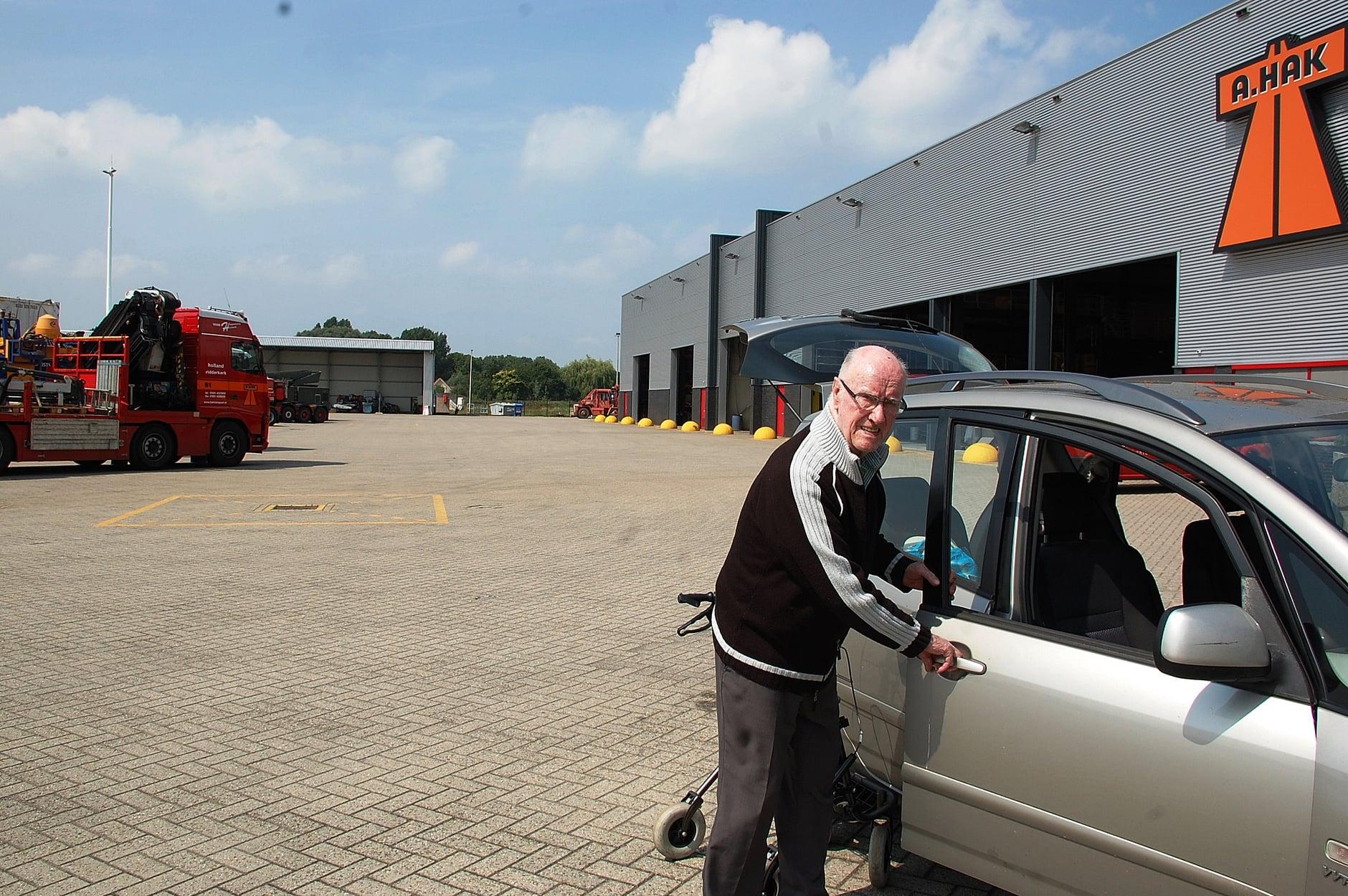Jan-VanderEnt--Pa-zijn-laatste-bezoekje-bij-HAK