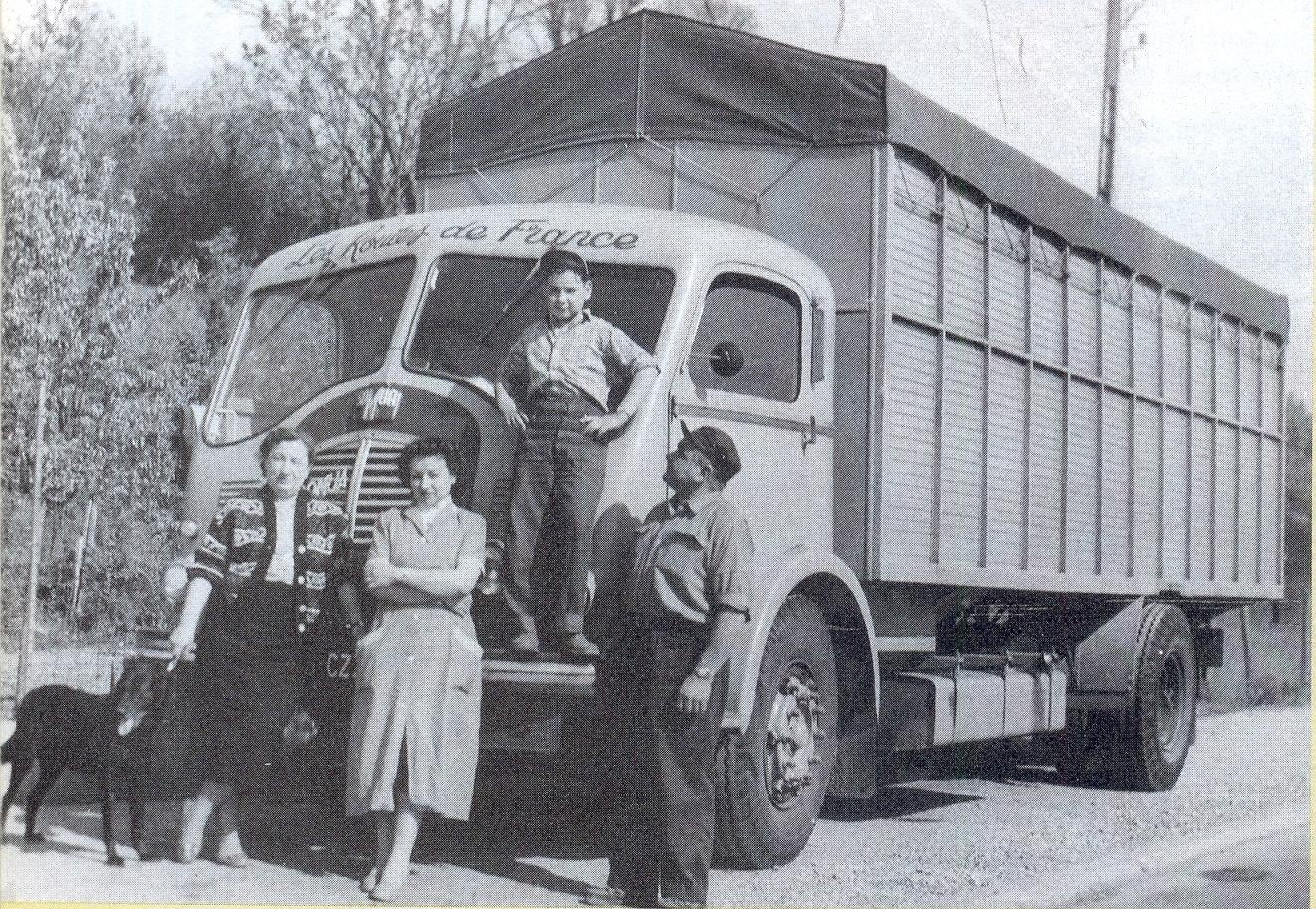 SOMUA-JL-17--originele-fabriekscabine-in-1952-53--Zeer-snelle-vrachtwagen-voor-deze-tijd--Je-ziet-de-papa-die-trots-is-op-zijn-zoon