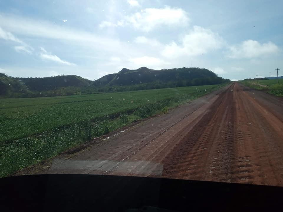 onderweg-landweg-of-normale-rijweg-op-het-platte-land-(3)