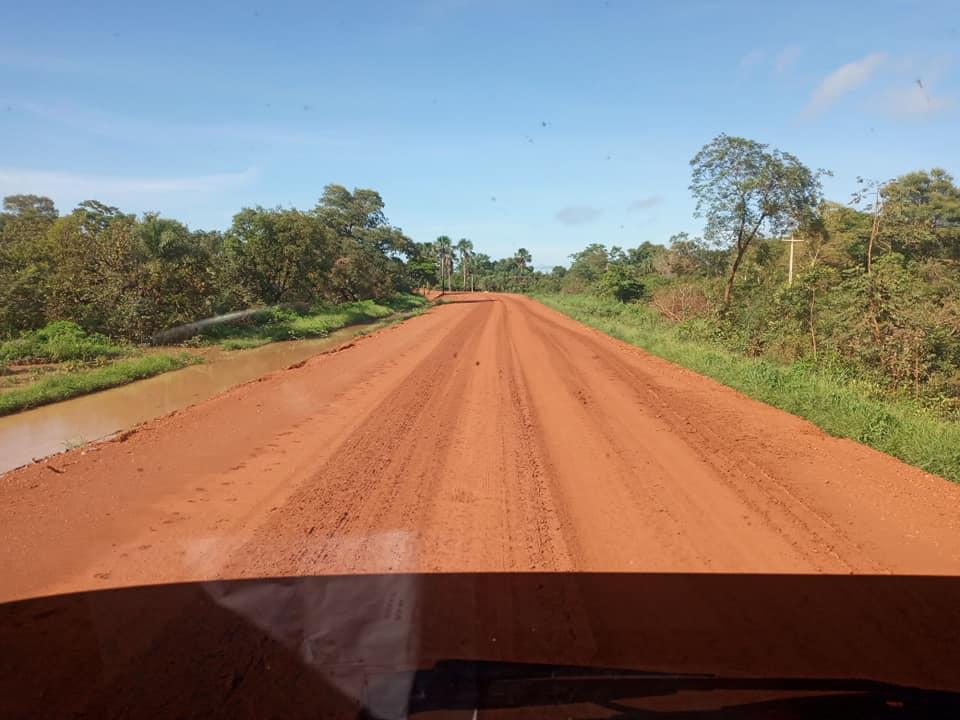 onderweg-landweg-of-normale-rijweg-op-het-platte-land-(5)