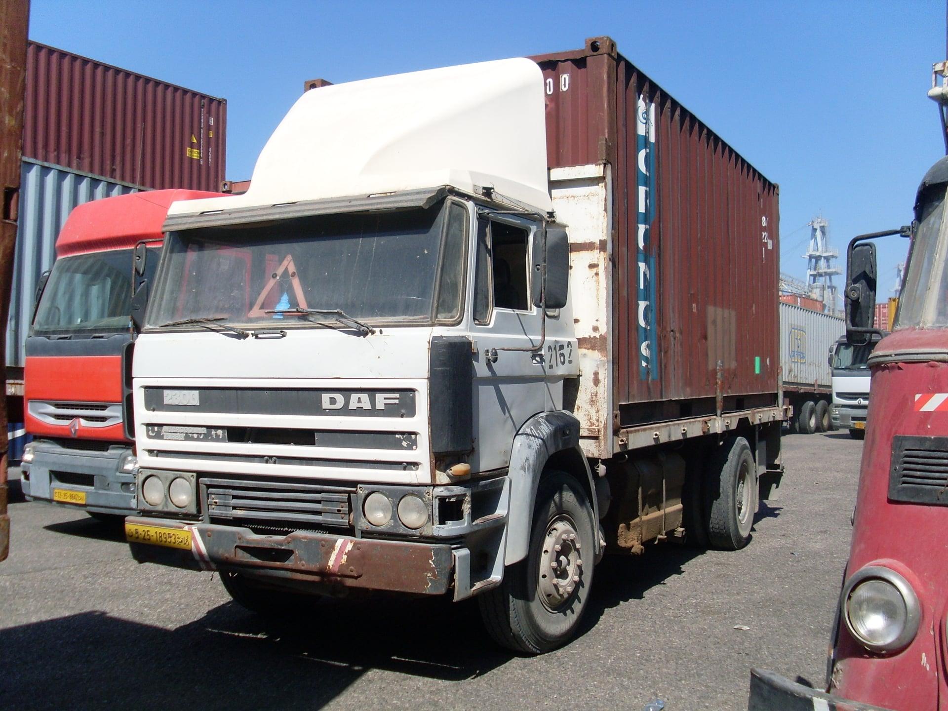 Daf-in-de-haven-van-Tripolie-2018--Ad-van-Heel-geel-archief--(26)