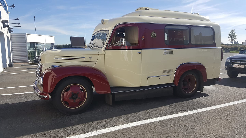 Ford-Koln-ambulance-G39T-V-8-1951-39-zijn-er-gemaakt-van--(1)