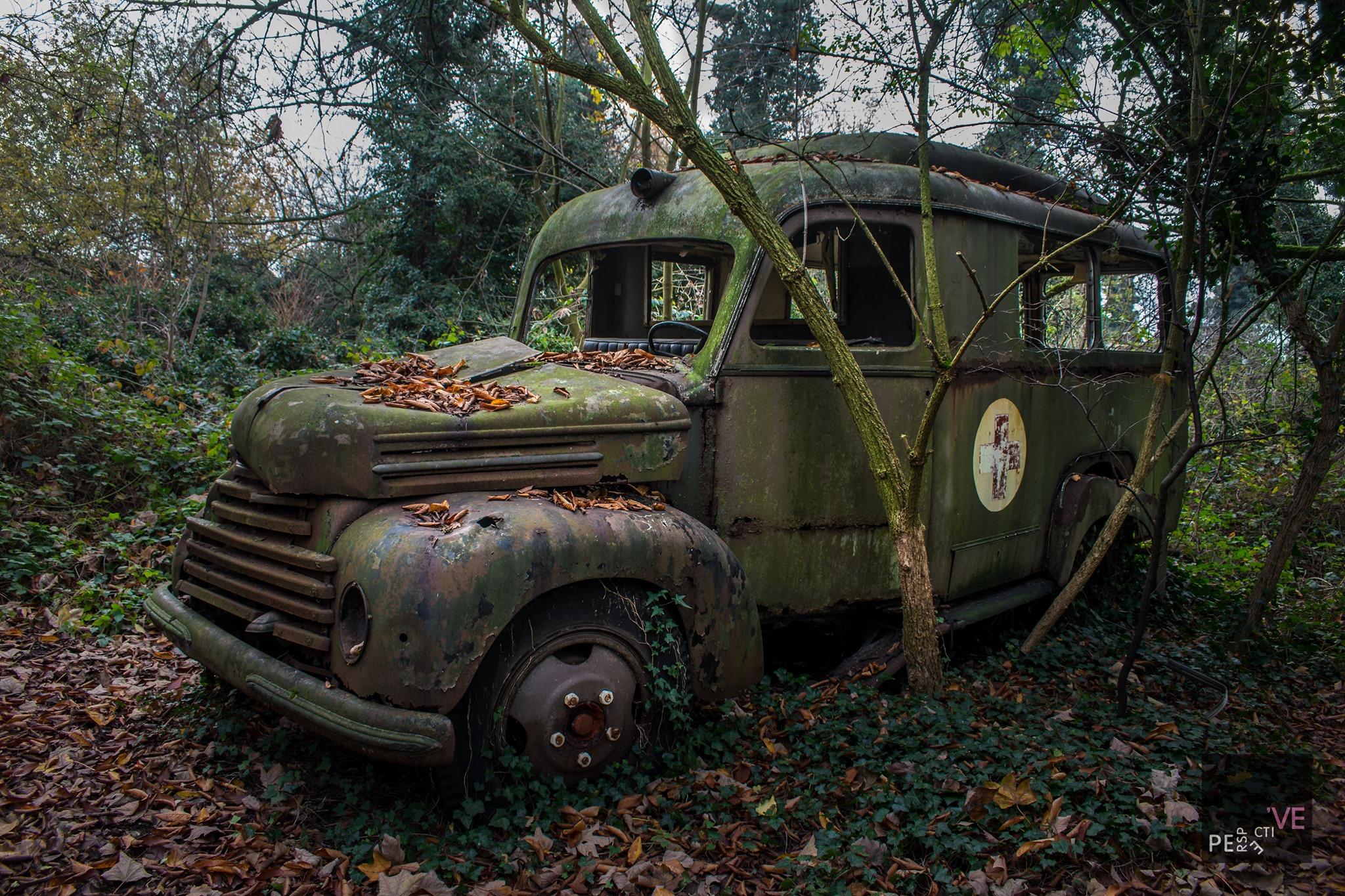 Ford-Koln-ambulance-G39T-V-8-1951-39-zijn-er-gemaakt-van--(2)