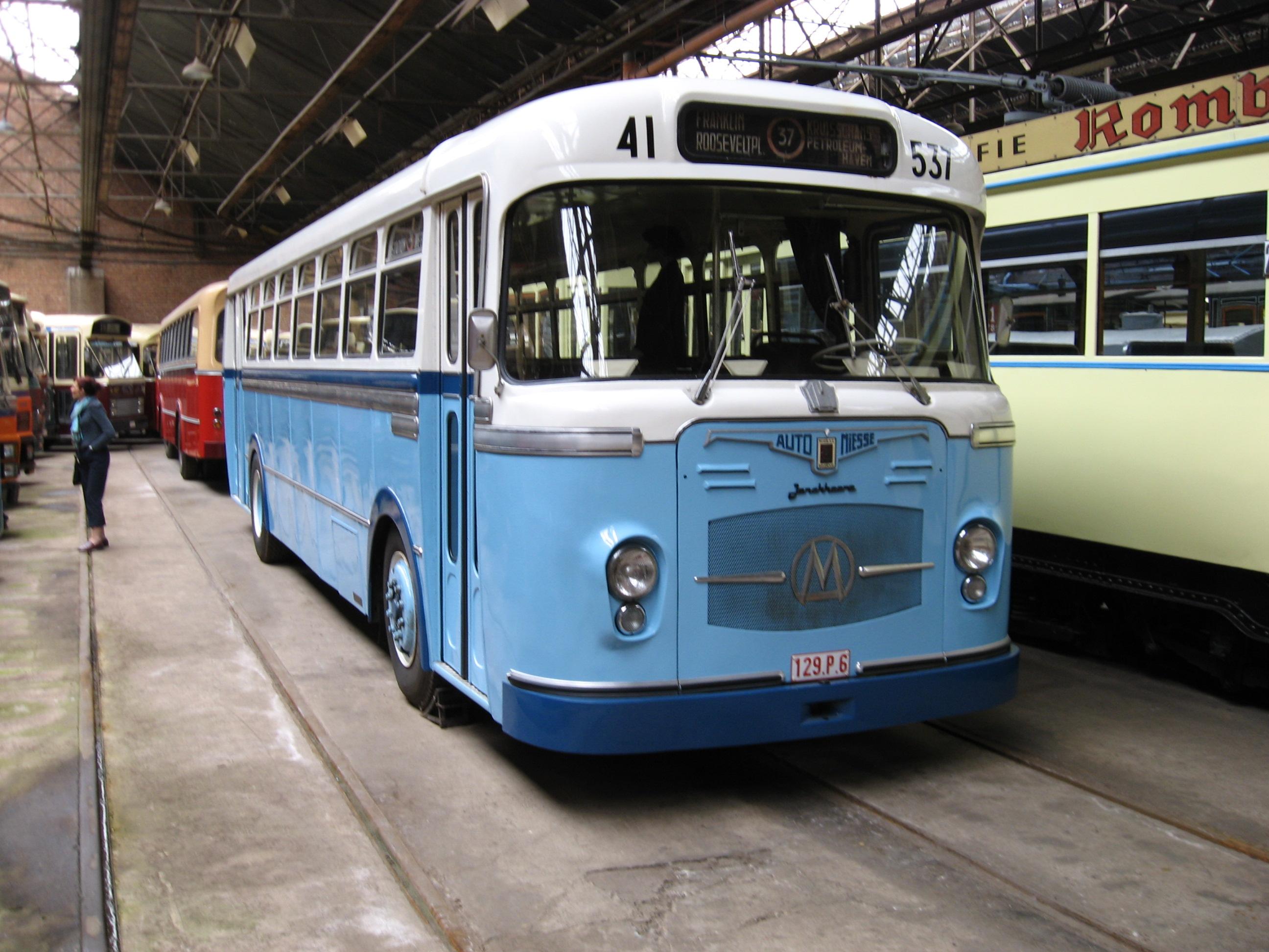 Bus_in_museum