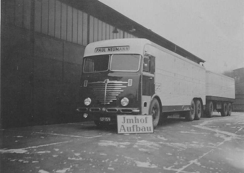 Bussing--12000-voor-Paul-Neumann--in-Hamburg-Barmbek-op-de-werf-van-het-bedrijf-Neumann