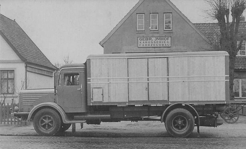 Bussing-8000-met-houten-kastenopbouw-1949