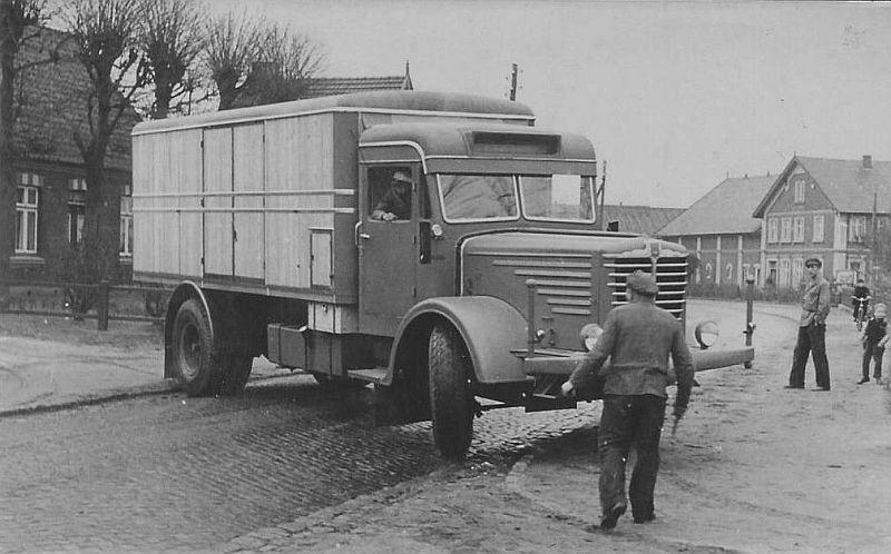 Bussing-8000-met-houten-kastenopbouw