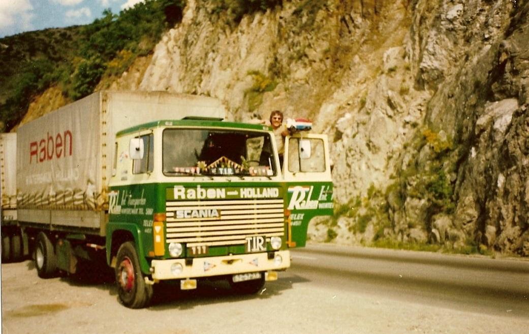 Theo-Mentink-met-de-Scania-111-met-een-andere-lettertype-naam-erop-(5)