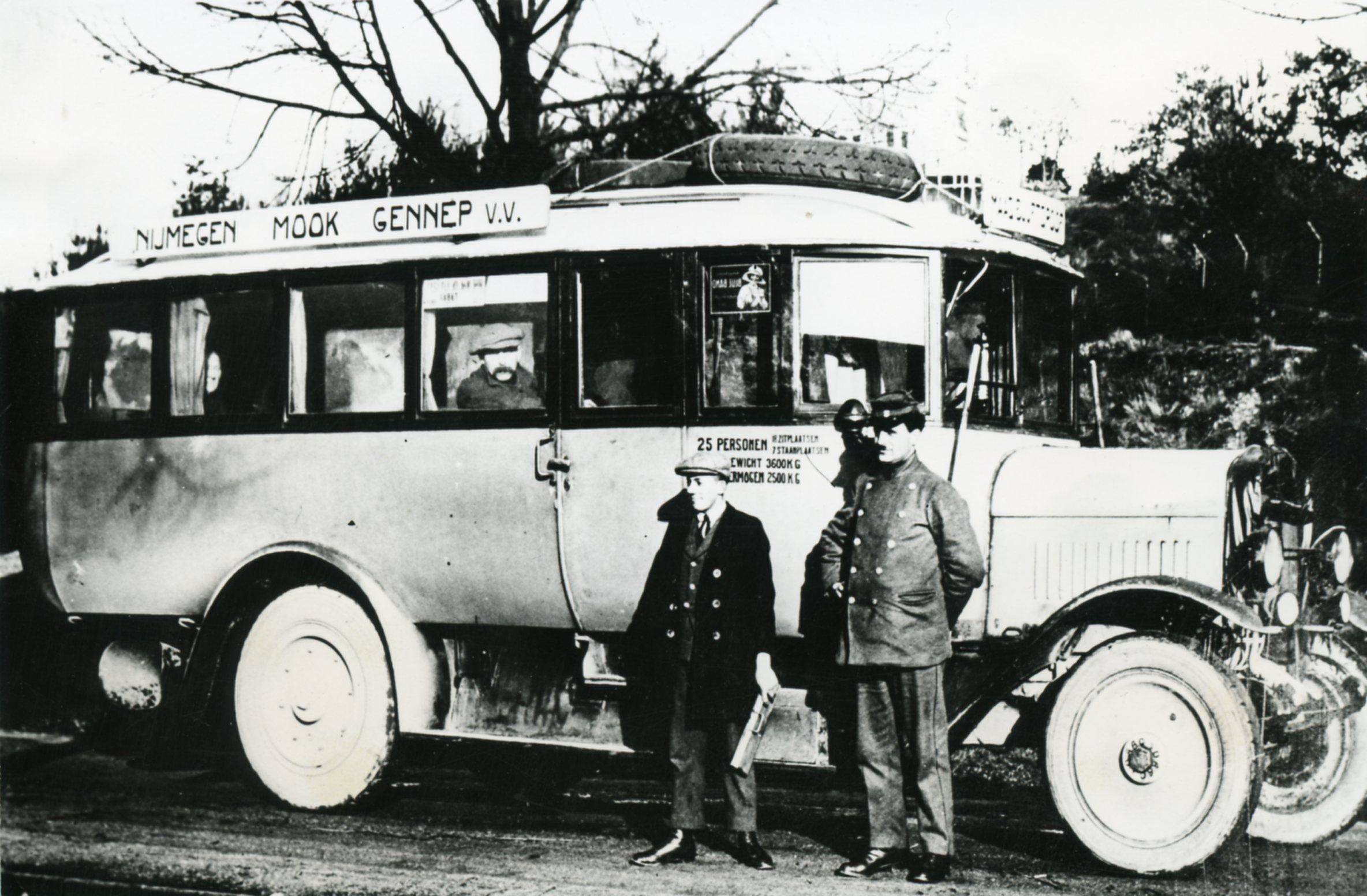 1925-eerste-bus-datum