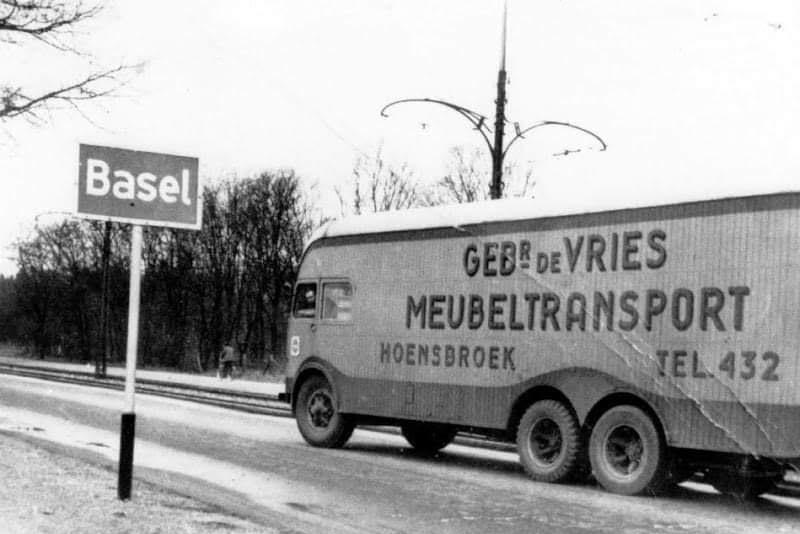 MACK-6X4--1946-op-weg-naar-Basel-ten-Cate-opbouw