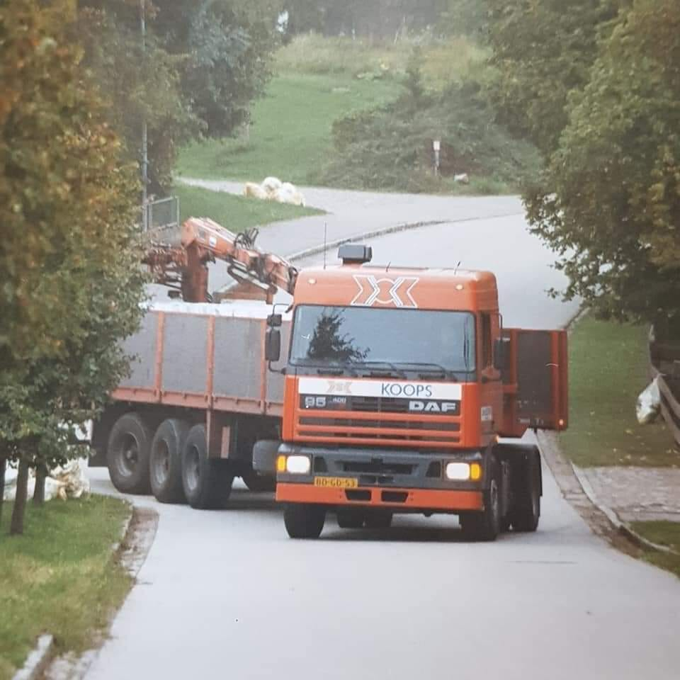 DAF-95-met-floor-trailer