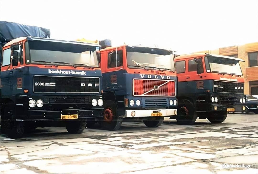 Groeneweg--Links-de-Daf-van-Gijs-de-Vor--Volvo-van-Dirk-van-Dijk--en-rechts-de-Daf-van-Gijs-de-Graaf