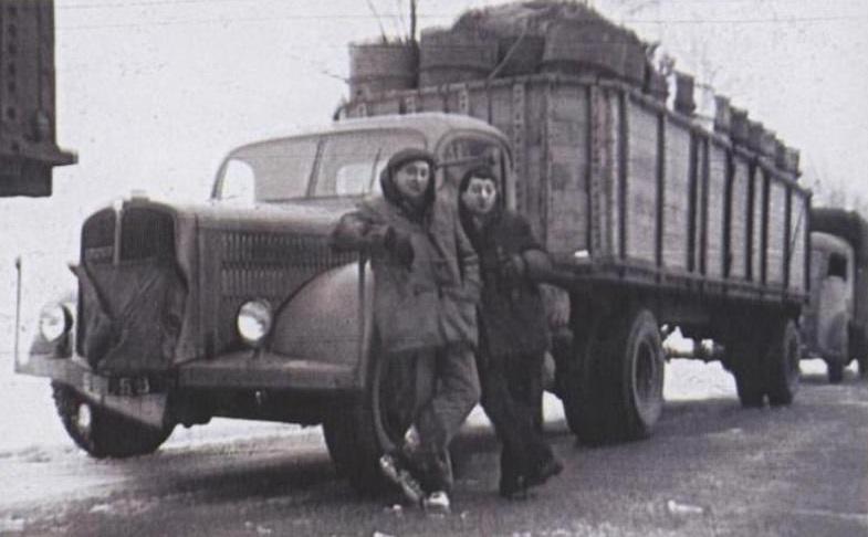 SAURER-3-CT1DTb-met-zijn-semi-fiche-75-op-een-as---de-grote-winter-van-1954-Georges-Bezingie-photo-(2)