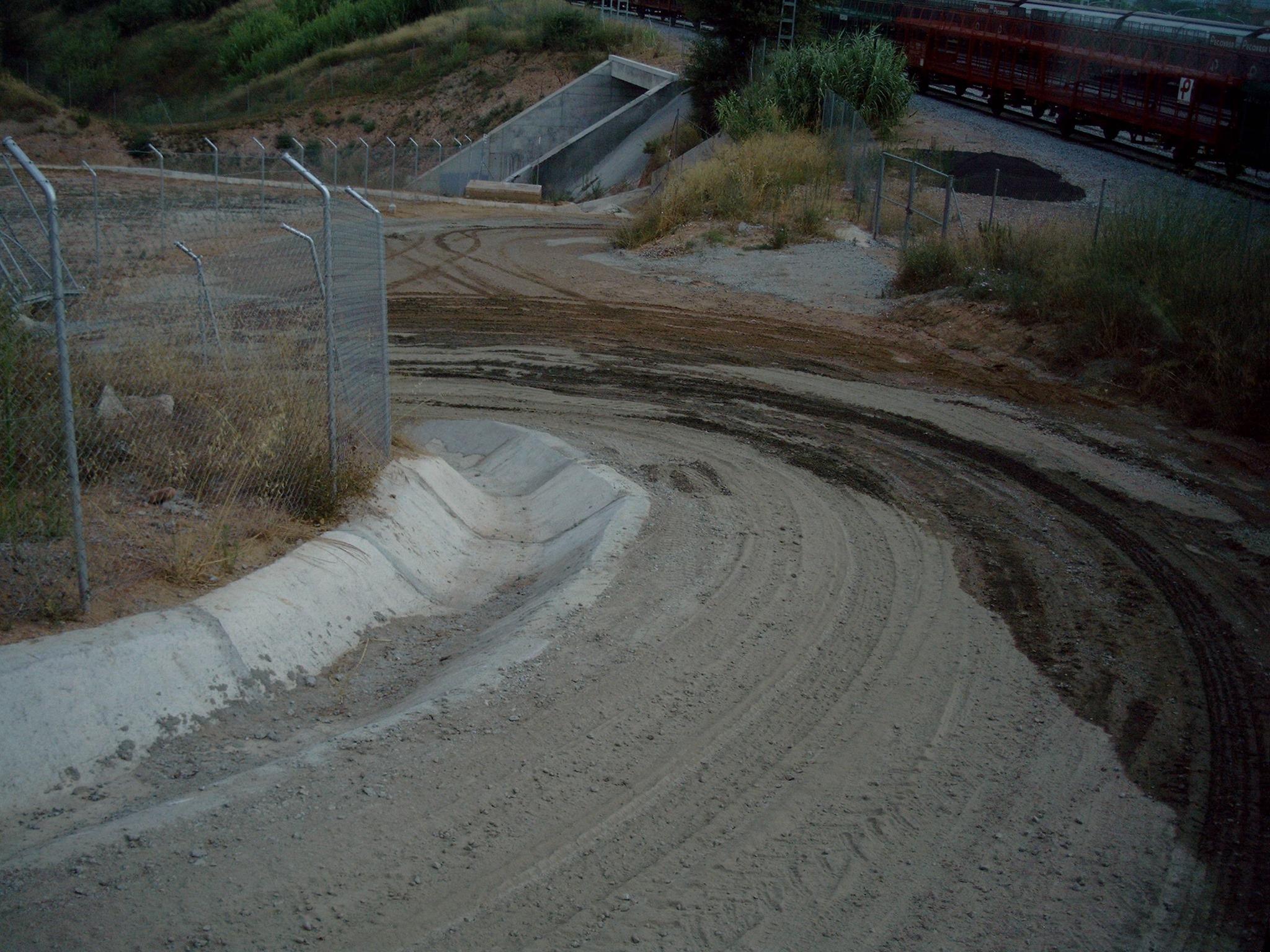 Zufahrt-zum-Tunnelneubau--Anliefern-von-Eisenbahnschwellen-(1)