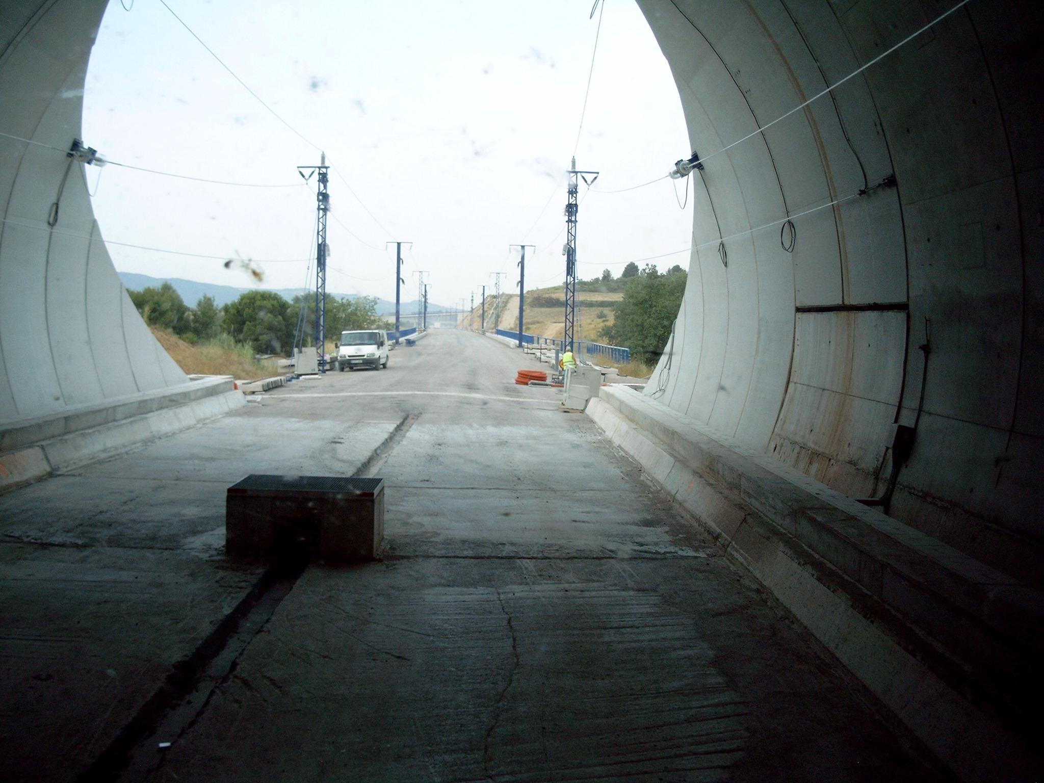 Zufahrt-zum-Tunnelneubau--Anliefern-von-Eisenbahnschwellen-(13)