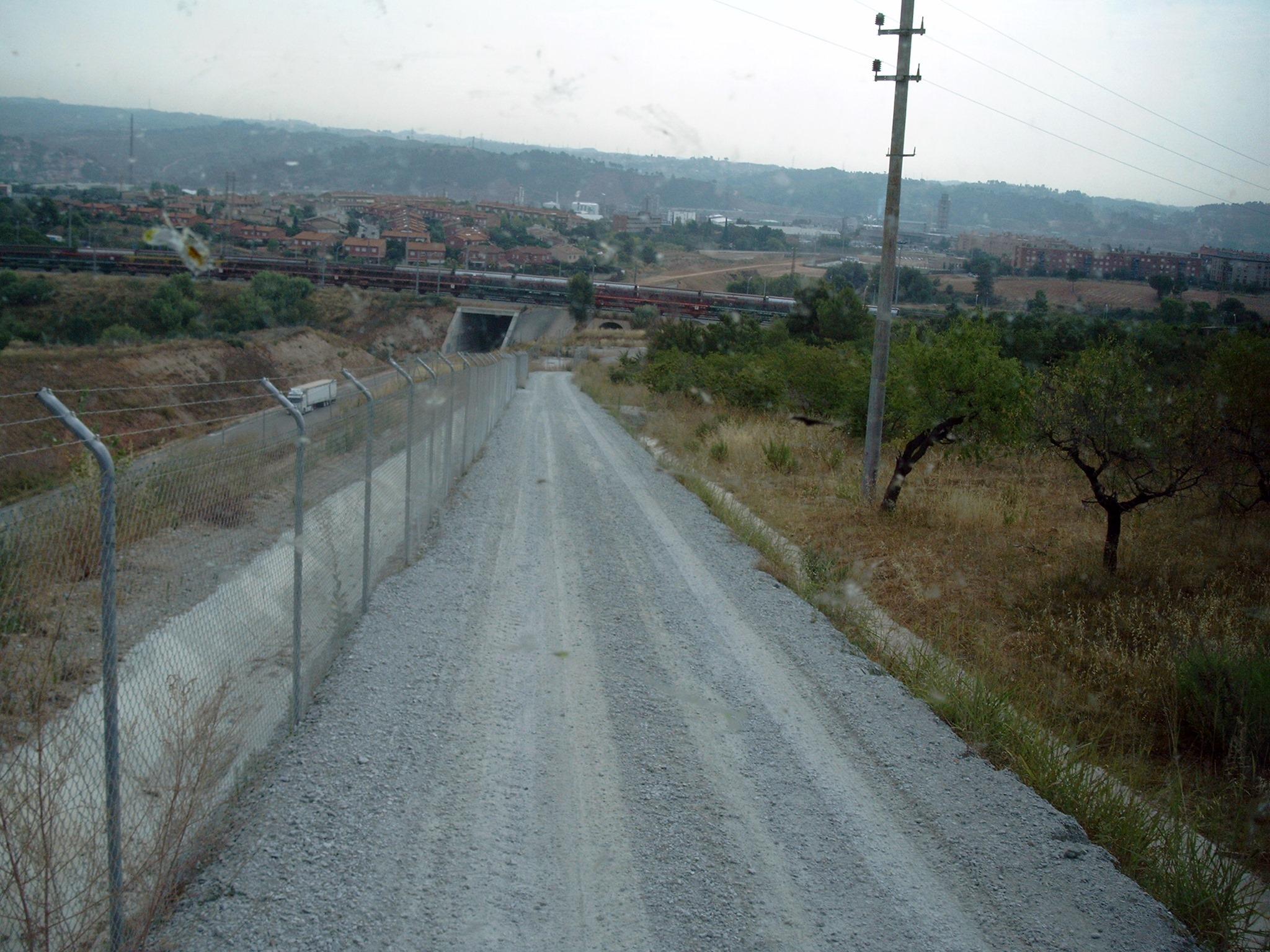Zufahrt-zum-Tunnelneubau--Anliefern-von-Eisenbahnschwellen-(7)