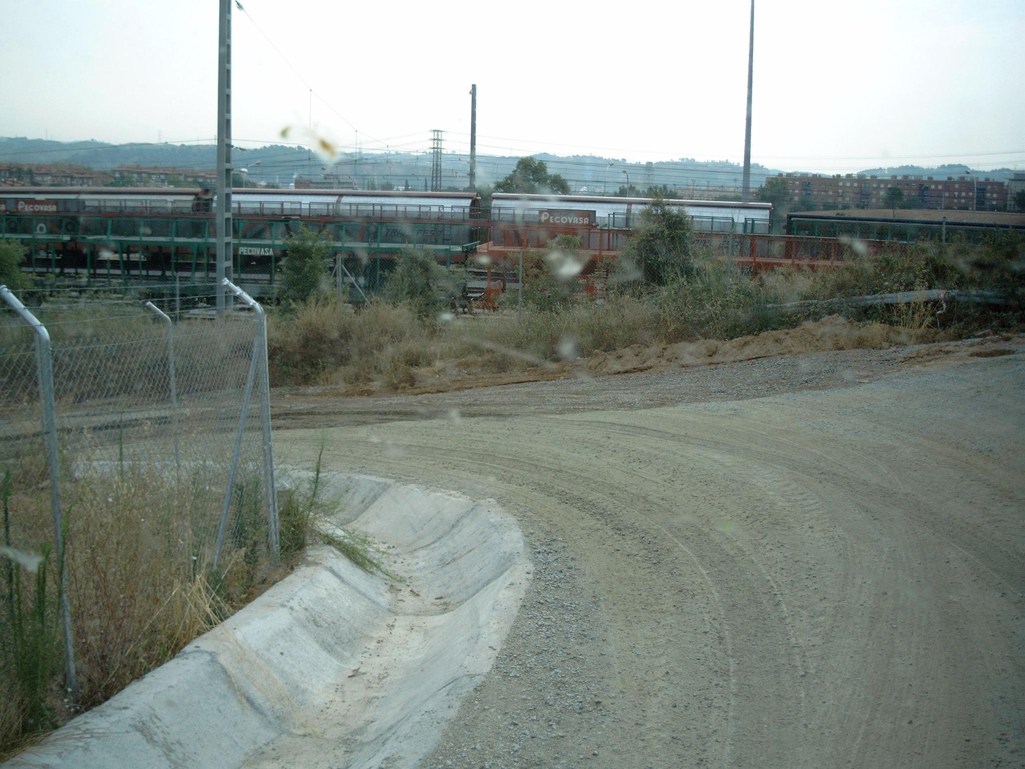 Zufahrt-zum-Tunnelneubau--Anliefern-von-Eisenbahnschwellen-(8)