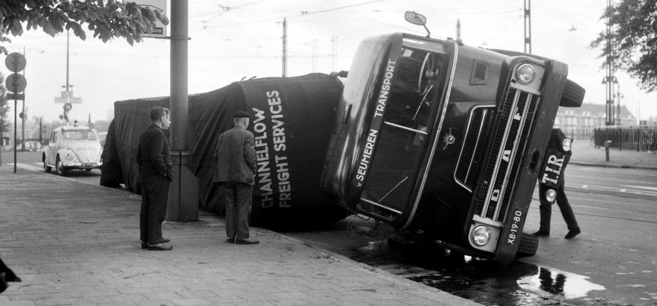 1966-Amsterdam-Amsteldijk-Berlagebrug-Foto-Joop-van-Bilsen