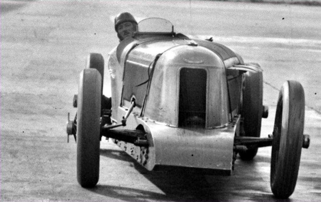 Voisin-Septenbre-1927-24-uur-record-Montlhery-(1)