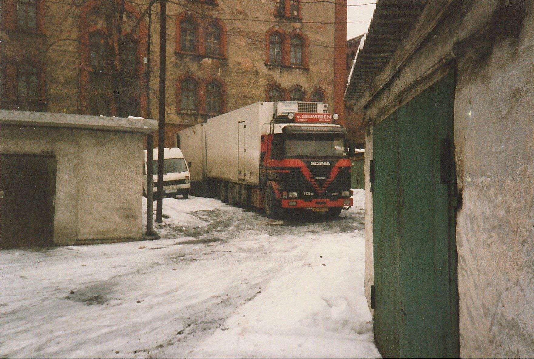 Bas-Van-de-Zouwen---lossen-bij-het-kasteel-in-kalinigrad--st-petersburg--rusland-