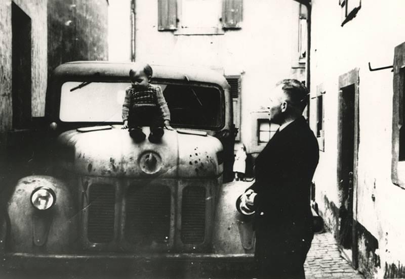 5-Ubernahme-der-Geschaftsführung-durch-Werner-Konz--sitzend--neben-seinem-Vater-Josef-Konz