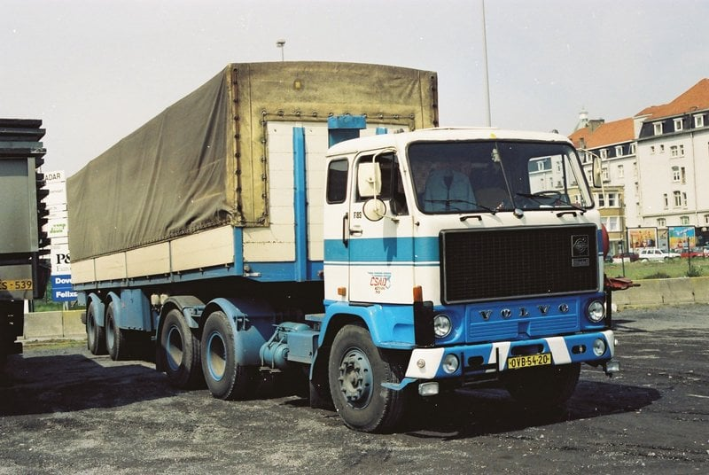 Volvo-F89-6X2-in-Zeebrugge