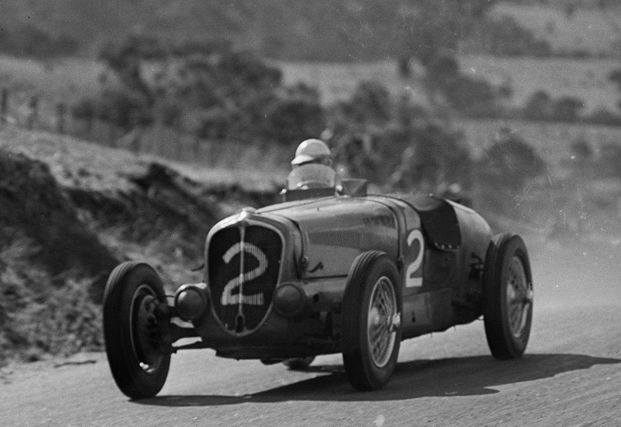Delahaye_135_driven_by_John_Crouch_1946