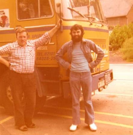 0--Onze-toenmalige-chauffeur,-Karl-Josef-Stamm--bij-de-Spaanse-vestiging-van-het-bedrijf-Balamundi