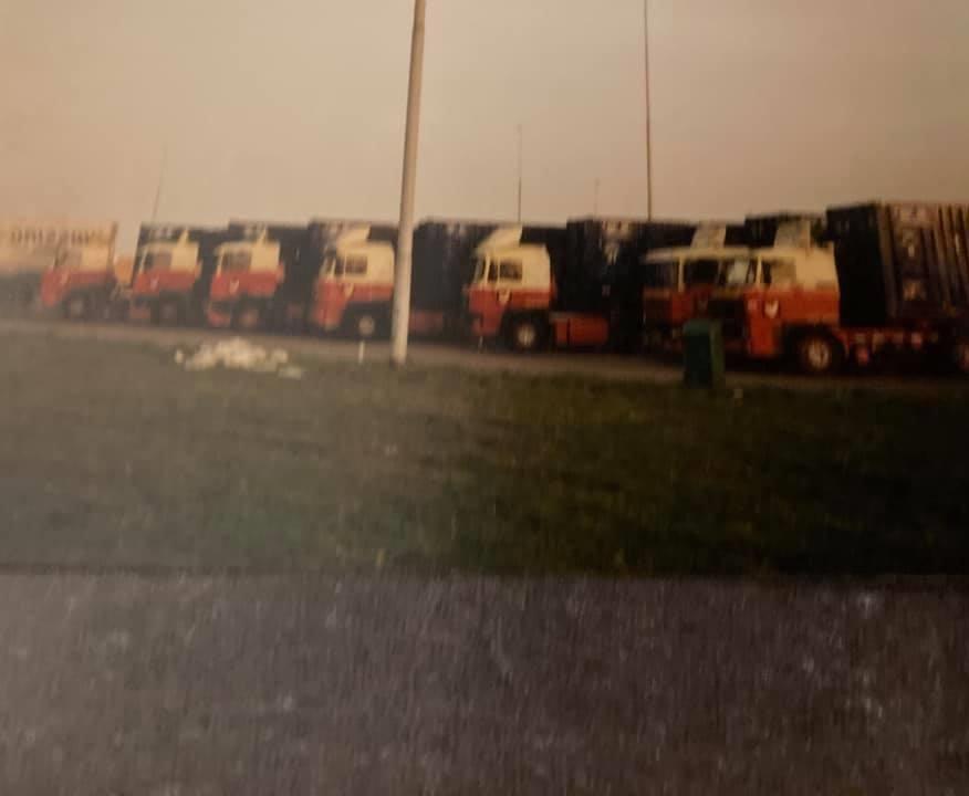 Gradus-Karts-in-1988-met-6-collega-s-de-ijsrevu-van-Holiday-ophalen-voor-Rotterdam-(1)