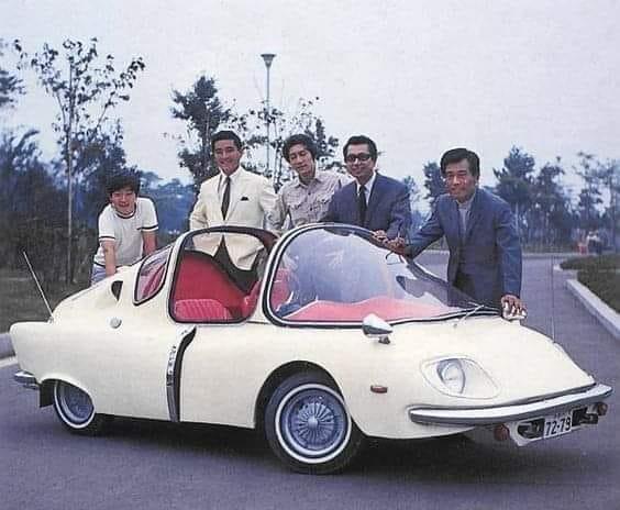 Subaru-360-is-een-achtermotorige--tweedeurs-stadsauto-die-van-1958-tot-1971-door-Subaru-wordt-vervaardigd