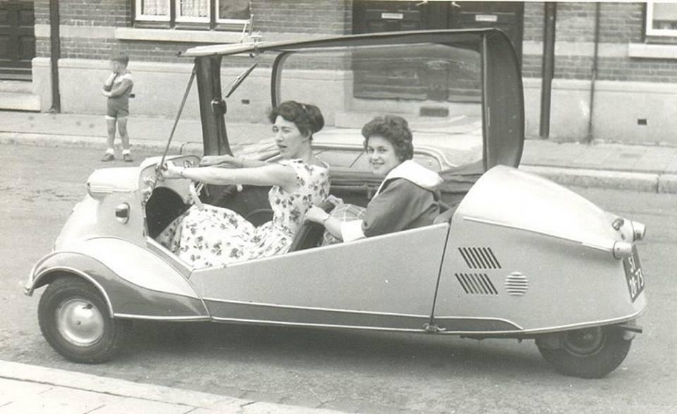 1956-Josta-de-Wever-met-vriendin-op-de-raarberg-
