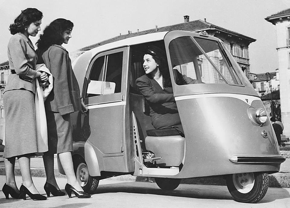 Vespa_Scooter-1952