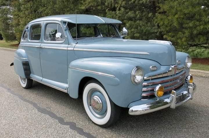 Ford-Deluxe-Sedan-1946-Sedan-(1)