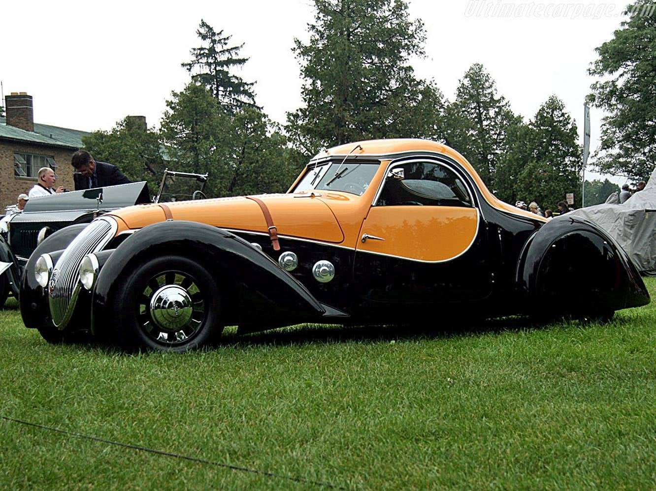 Peugeot-402-Coupe-1937-speed-racing-6-gebouwd-4-cyl-70-PK-(1)