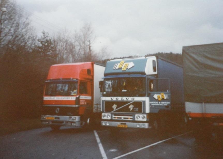 Jan-Groen-ook-internationaal-rijden-chauffeur-Wim-van-Straten-met-H-B-chauffeur-Harm-Eggers-naar-Zwitserland-om-een-vracht-karton-te-losse-(1)