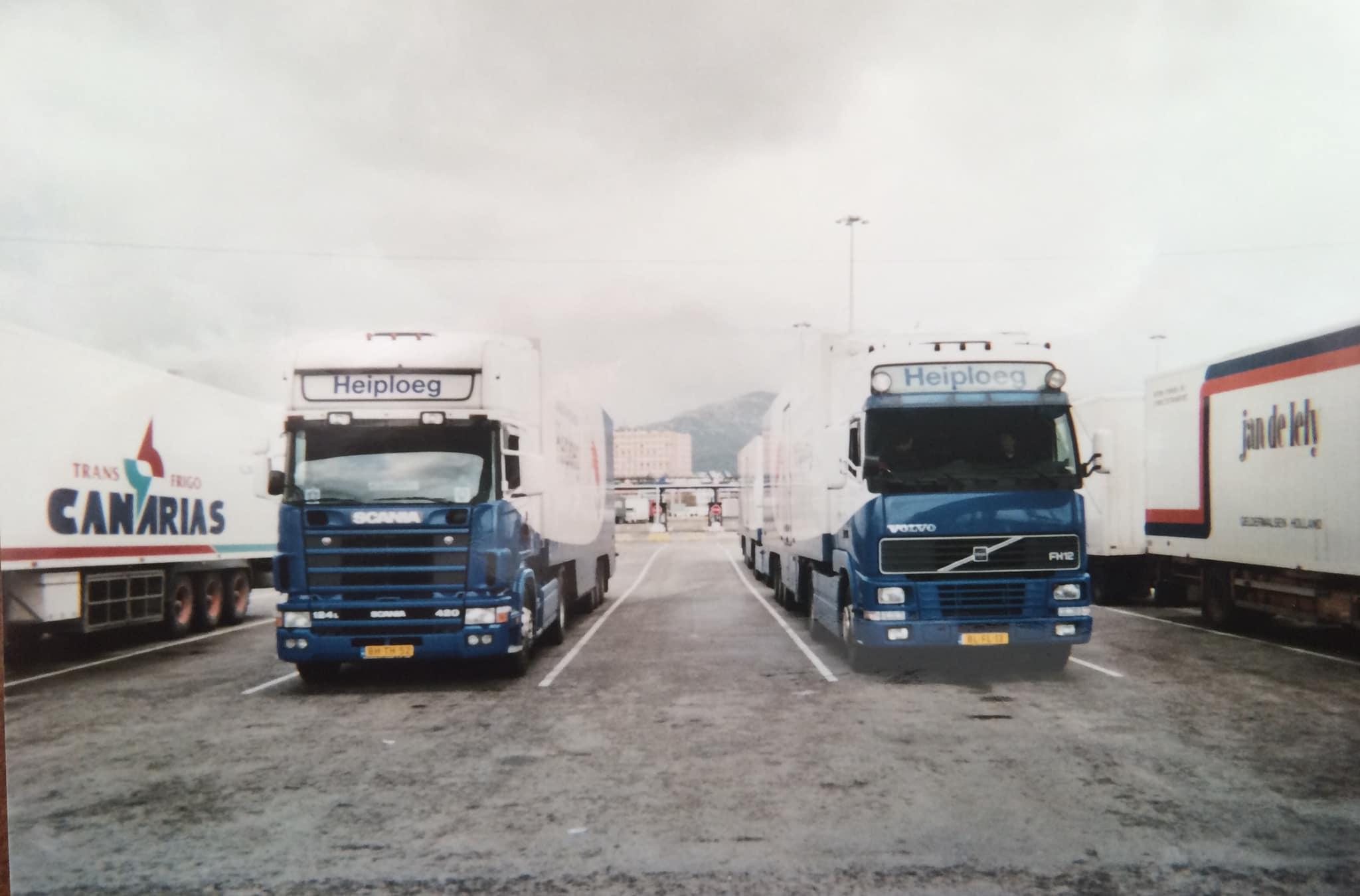 Hendrik-Westra--Algeciras-wachten-voor-de-boot-om-naar-Marokko-te-gaan