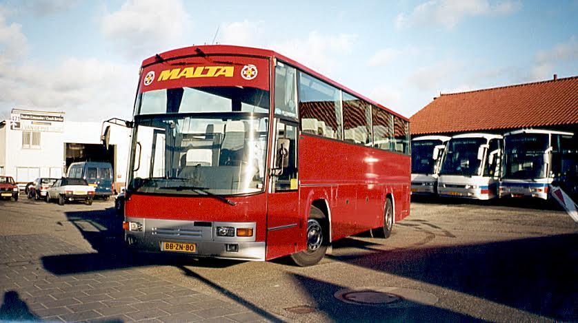 Bussen-bij-de-garage-Parking