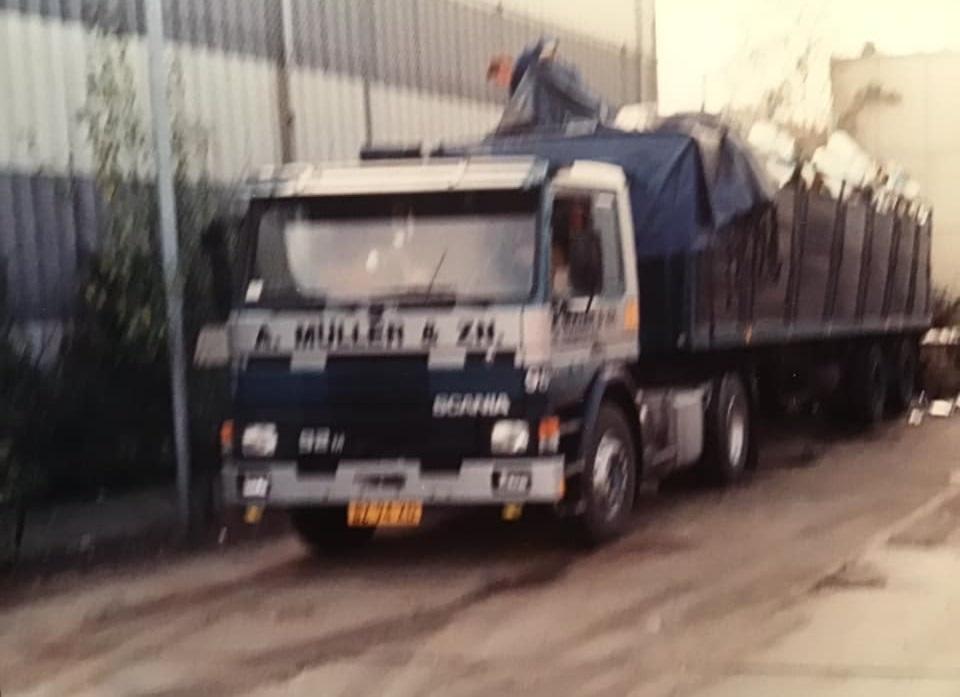 1988--oplegger-stond-bij-de-blikfabriek-Pielkenrood-in-Zaandijk---1-keer-in-de-week-moest-hij-gelost-worden-bij-NOF-Leeuwarden-Johan-Derksen-foto-(2)