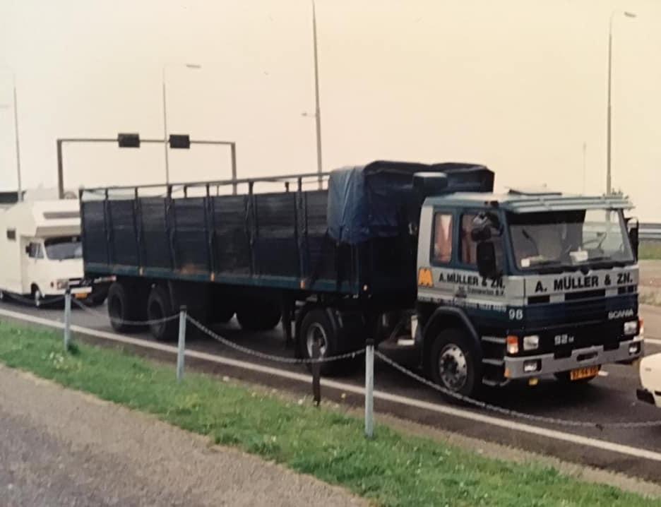 1988--oplegger-stond-bij-de-blikfabriek-Pielkenrood-in-Zaandijk---1-keer-in-de-week-moest-hij-gelost-worden-bij-NOF-Leeuwarden-Johan-Derksen-foto-(4)