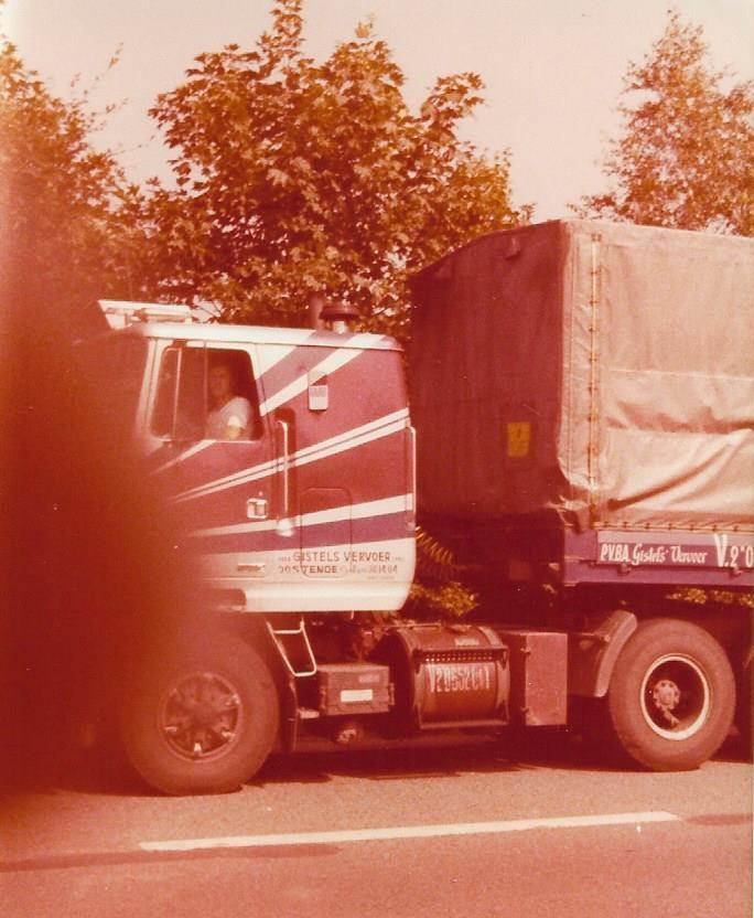 Ronny-met-een-Geysen-Verpoort-trailer-in-Spanje