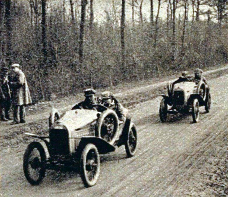 Violette_Morris_et_Lenfant,_sur_cyclecar_au_Grand_Prix_de_lU-M-F-_de_mars_1923