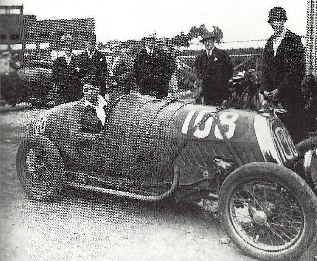 Violette_Morris_sur_cycle-car_B-N-C-,_à_Montlhéry_en_1927