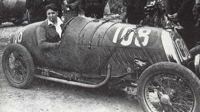 violette-morris-sur-cycle-car-b-n-c-a-montlhery-en-1927