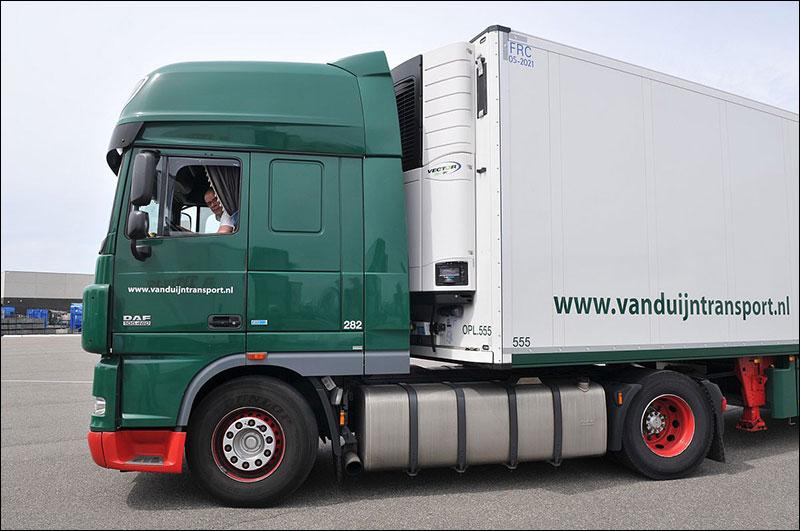 Daf-met-een-van-de-40-nieuwe-koeltrailers